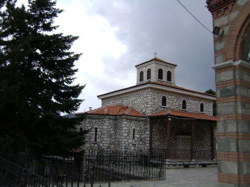 δίπλα στην εκκλησία της Παναγίας Σουμελά